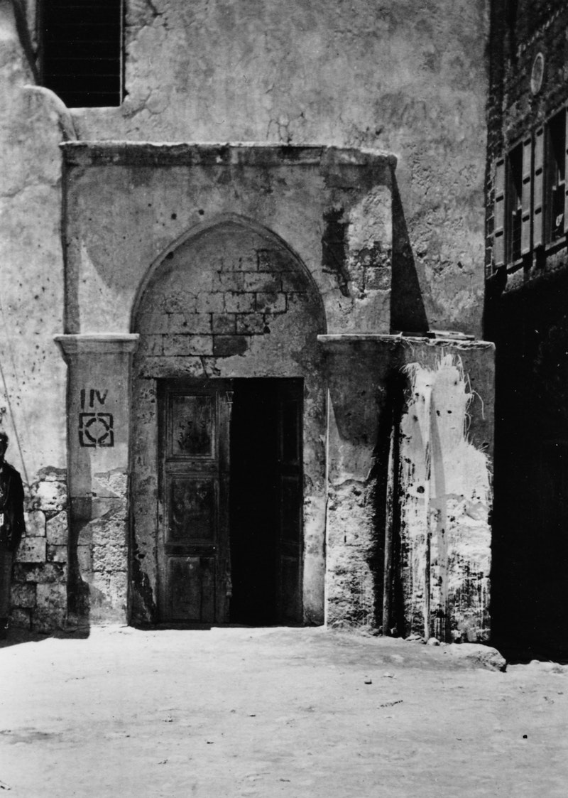 Entrance to the house of 'Údi Khammár, c.1921