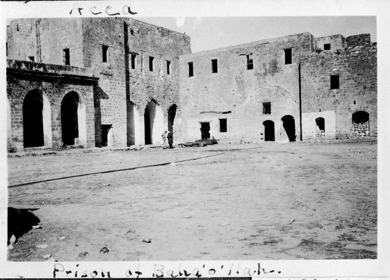 Courtyard of the citadel of 'Akká, early 1900s