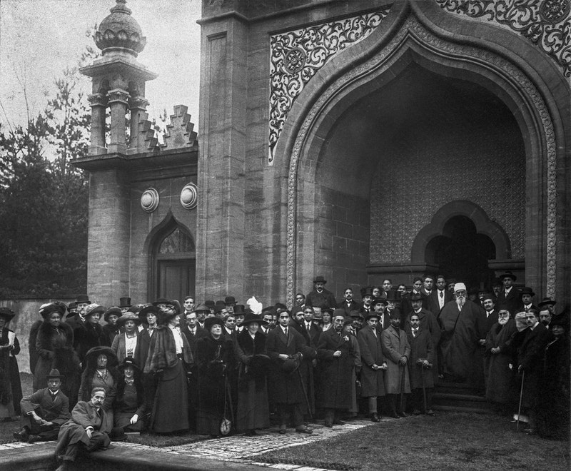 'Abdu'l-Bahá with a group of Egpytian, Turkish, Indian and British friends in a