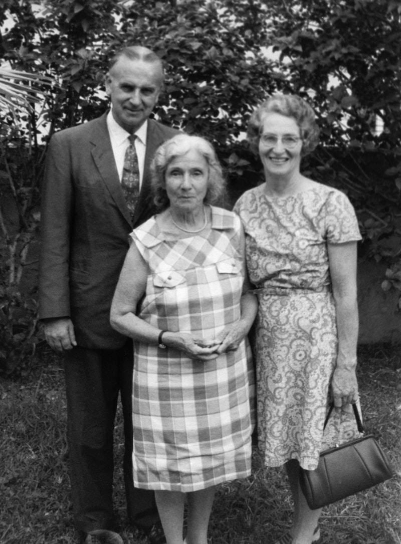 Bertha Dobbins (centre), Knight of Baha'u'llah for the New Hebrides Islands with